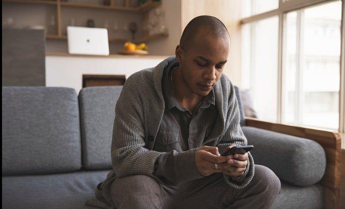 Male texter.jpg